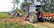 Thumb_villagers-attempt-to-stop-equipment-owned-by-chinese-firm-rui-feng